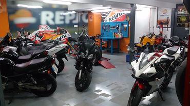 Zona de exposición en el MotoDesguace VFerrer