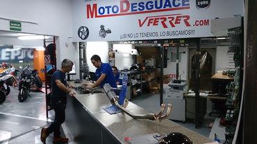 Mostrador de la tienda MotoDesguace VFerrer