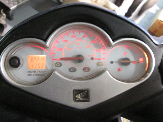 Box watches and speedometer a Honda Dylan 150 2003 for scrapping