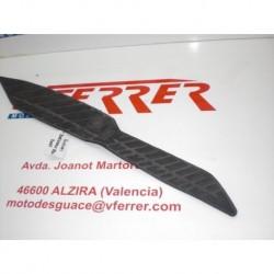 ALFOMBRILLA DELANTERA DERECHA de repuesto de una moto SUZUKI BURGMAN 250 2006