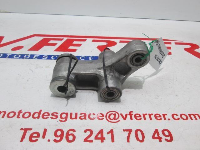BRAZO ARTICULACION SUSPENSION TRASERA de repuesto de una moto SUZUKI GSR 600 2008.