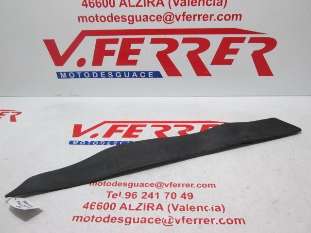 ALFOMBRILLA REPOSAPIES DERECHO de repuesto de una moto YAMAHA MAJESTY 400 2004