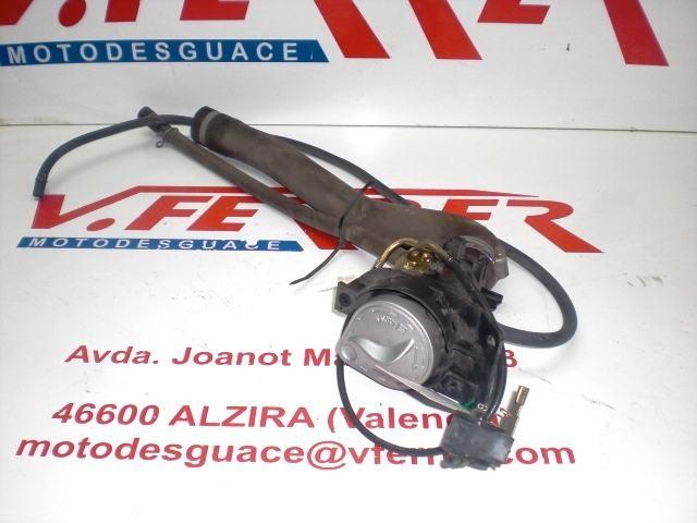 BOCA LLENADO GASOLINA CON TAPON Y TUBOS de repuesto de una moto SYM VS 125 2007