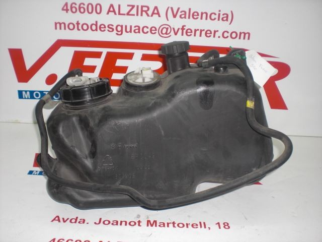 DEPOSITO GASOLINA CON BOMBA Y AFORADOR de repuesto de una moto GILERA FUOCO 500 en el 2008