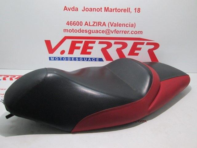 ASIENTO de repuesto de una moto GILERTA NEXUS 250 2006