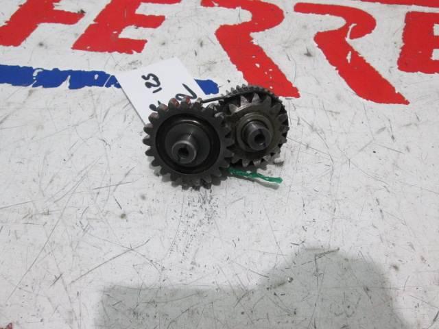 Piñones intermedio arranque de repuesto de una moto KTM DUKE 125 del año 2012