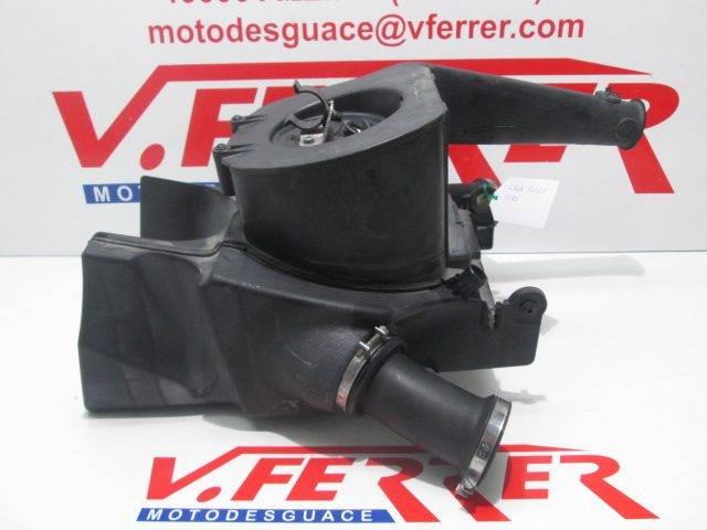 Caja filtro aire de repuesto de una moto BMW R 1150R del año 2001