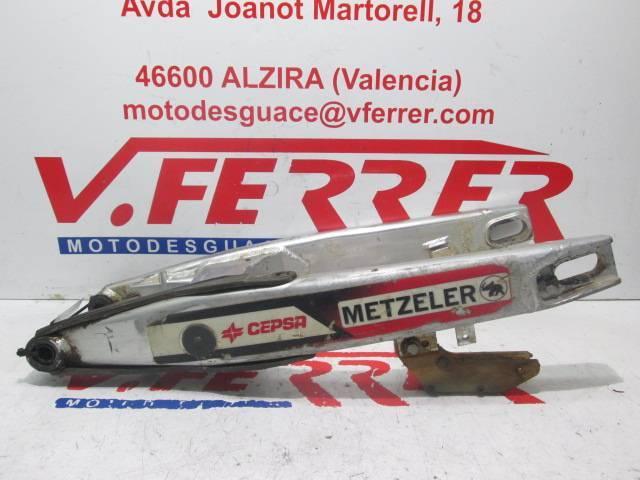 Basculante de repuesto de una moto HUSQVARNA TE 250 R del año 2004