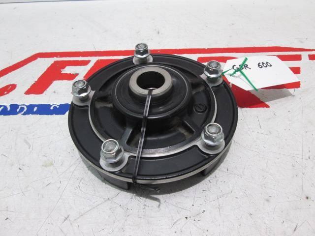 Buje rueda trasera de repuesto de una moto Suzuki GSR 600 ABS del año 2007