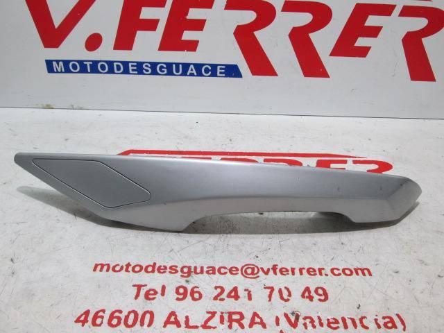 Asidero trasero derecho de repuesto de una moto Peugeot Satelis 125 del año 2008