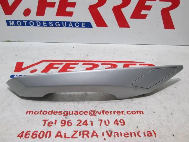 Asidero trasero izquierdo de repuesto de una moto Peugeot Satelis 125 del año 2008