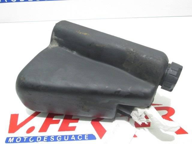 Deposito aceite de repuesto de una moto Rieju RR 50 del año 2000