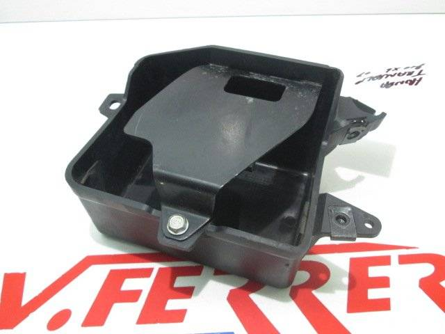 Caja bateria de repuesto de una moto Honda Transalp 700 del año 2007