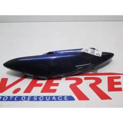 Asa trasera derecha de repuesto de una moto una Suzuki Burgman 150 azul del año 2004