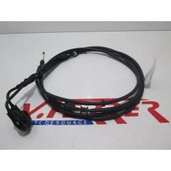 Cable acelerador de repuesto de una moto Piaggio X7 125 negra del año 2010