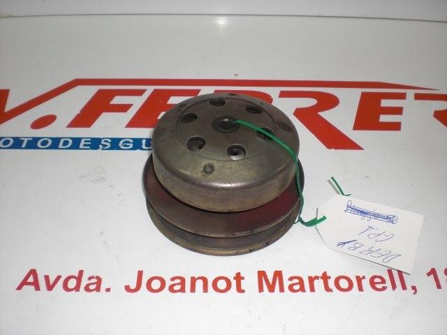 EMBREGUE COMPLETO CON POLEAS Y CAMPANA de repuesto de una moto DERBI GP1 50 2005