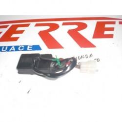 CAJA FUSIBLES de repuesto de una moto HONDA REBEL 250 2000