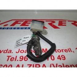 BOMBA FRENO TRASERO CON DEPOSITO de repuesto de una moto HONDA VTR 1000 1998