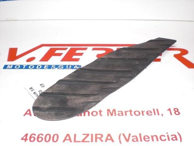 ALFOMBRILLA PISADERA DERECHA de repuesto de una moto APRILIA SR 50 DITECH 2003