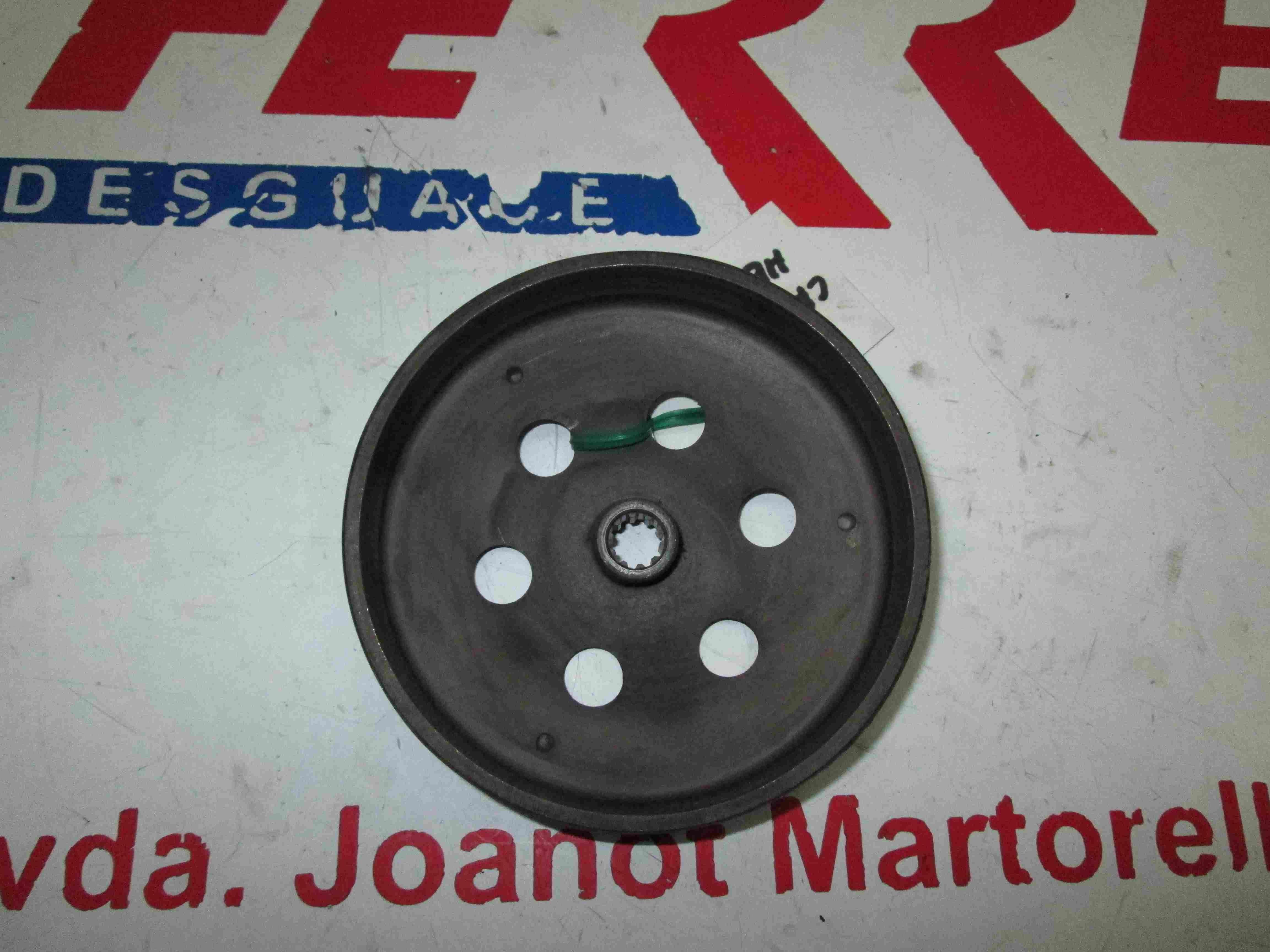 CAMPANA EMBRAGUE de repuesto de una moto APRILIA SR 50 DITECH 2003
