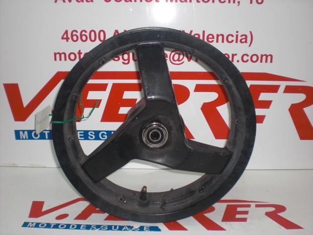 LLANTA DELANTERA de repuesto de una moto PEUGEOT JET FORCE 50 CC TSDI 2003