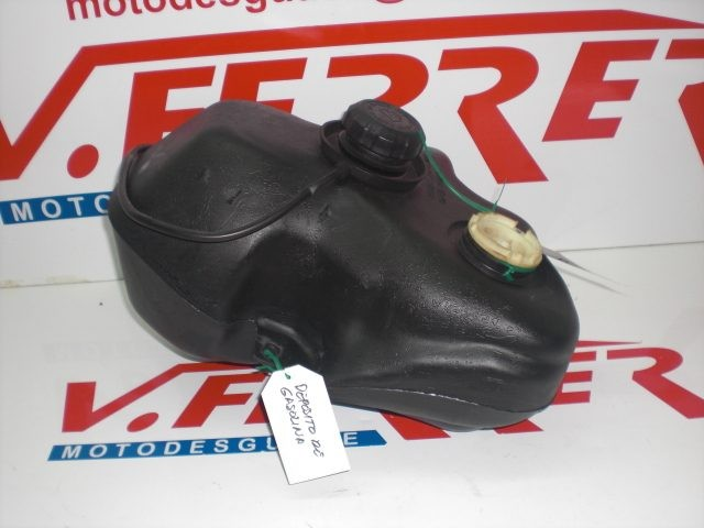 DEPOSITO GASOLINA de repuesto de una moto PEUGEOT ELYSEO 50 CC 2001