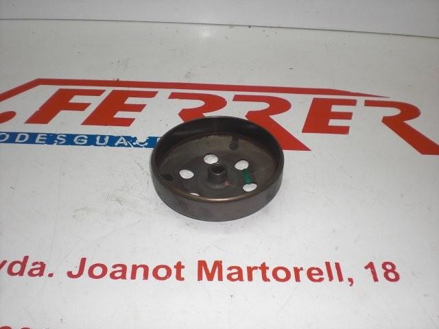 CAMPANA EMBRAGUE de repuesto de una moto PEUGEOT VIVACITY 50 2007