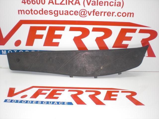 ALFOMBRILLA DERECHA de repuesto de una moto PIAGGIO X9 500 EVOLUTION 2003