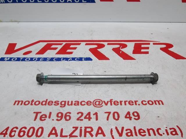 EJE RUEDA DELANTERA de repuesto de una moto PIAGGIO FLY 125 2004