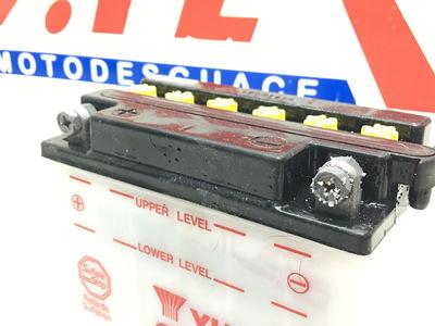 Ejemplo de borne de batería sulfatado