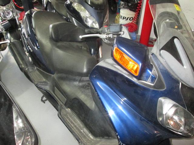 Lateral derecho de la Suzuki Burgman 650 2004 para desguace