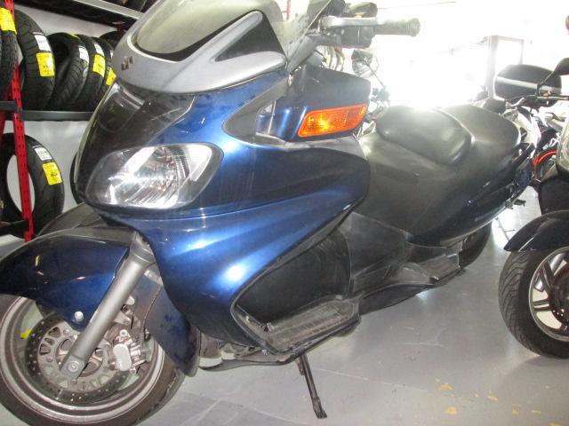 Parte frontal izquierda de la Suzuki Burgman 650 2004 para desguace