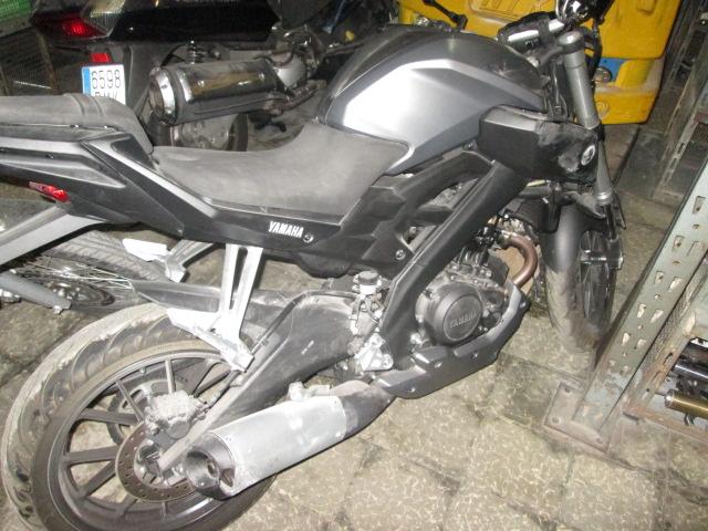 Lateral izquierdo de una Yamaha MT 125 para su desguace